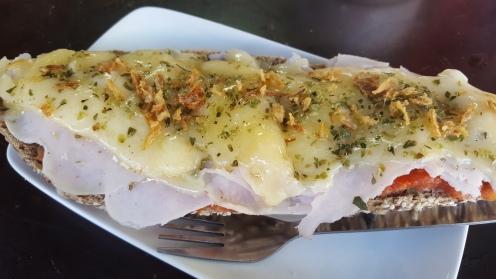 Tostada de pavo y queso